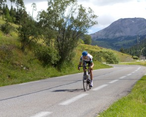 Garmin Rider Descends the Col D'izoard