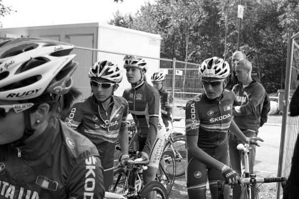 The Dutch and Italian Team congregate before the race